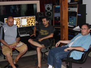 На студии звукозаписи в поисках музы.