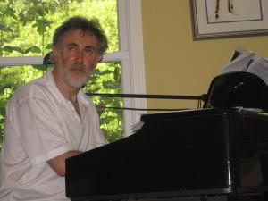 За роялем-автор